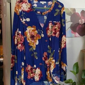Beautiful top me by a Oddy bell sleeves Nwot